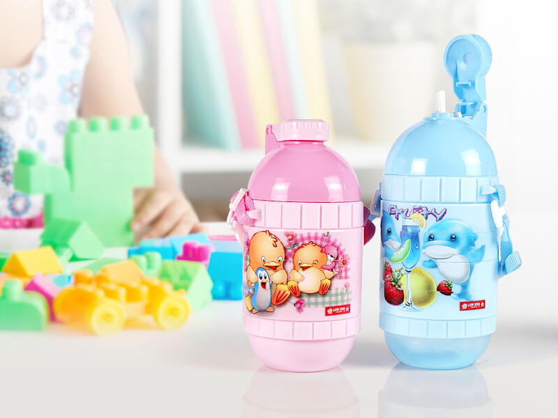 botol minum anak Lion Star dengan mainan